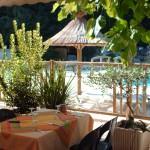terrasse-piscine-domaine-gil